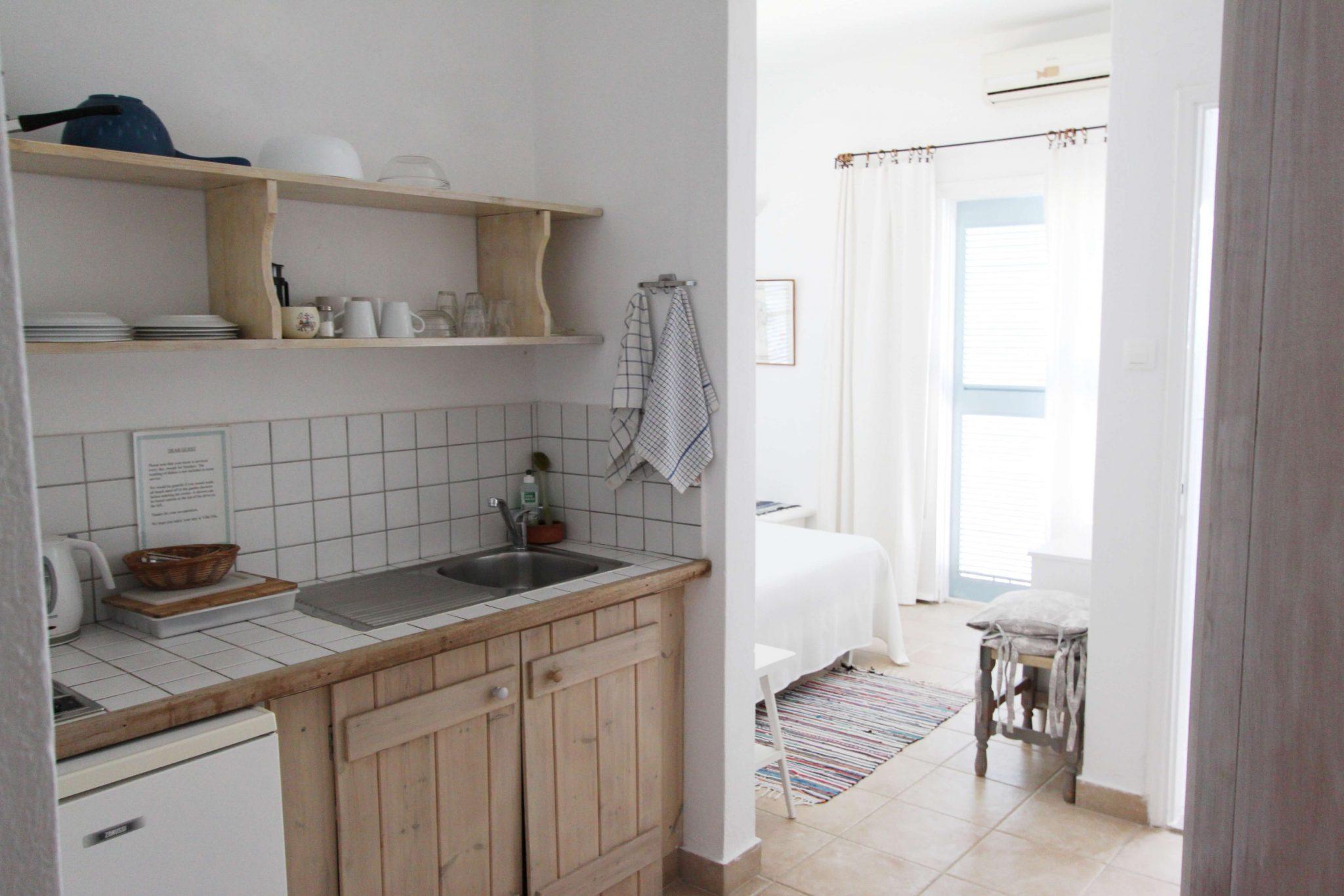 Suite 4 kitchen3