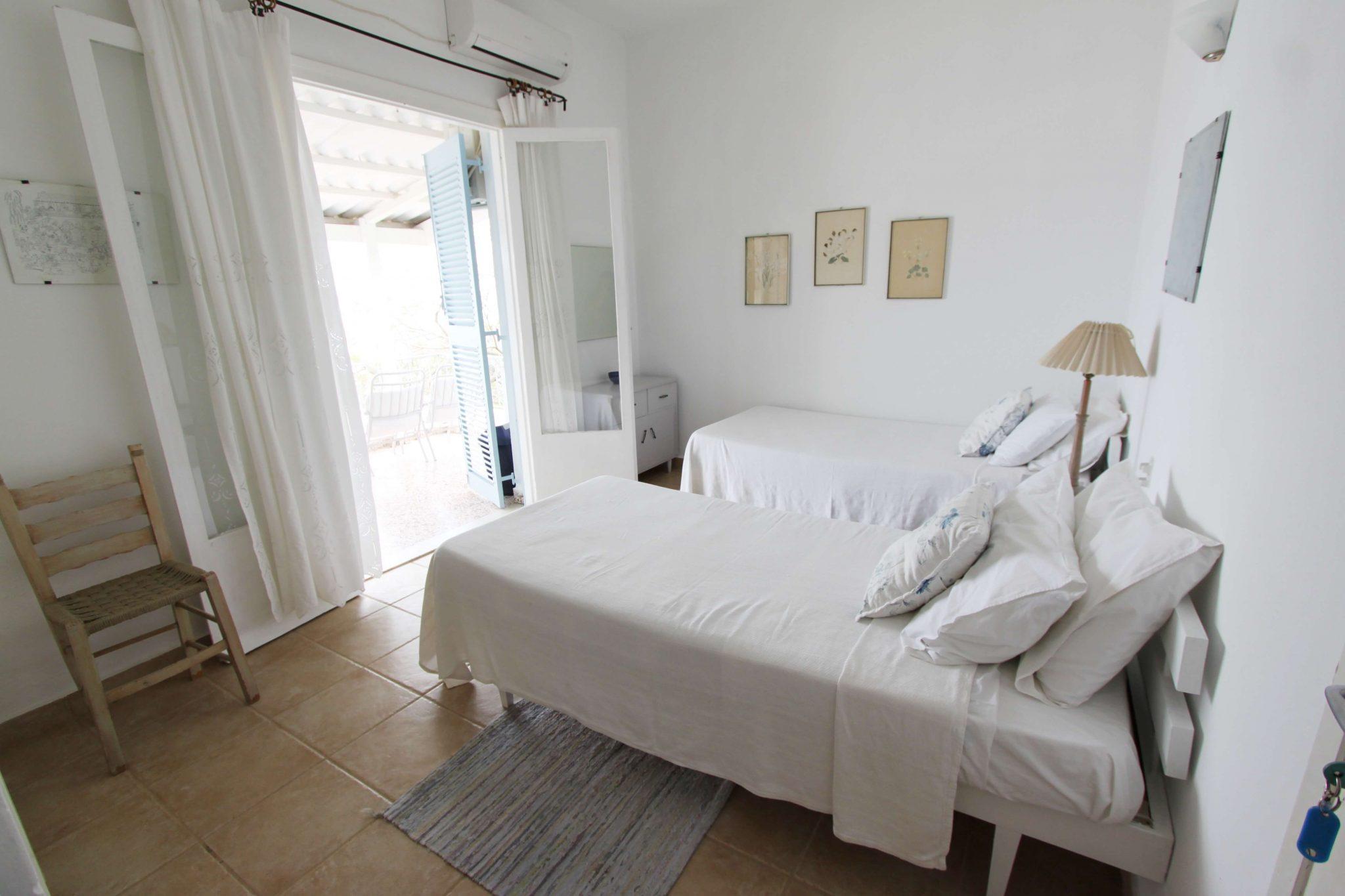 Suite 6 bedroom1